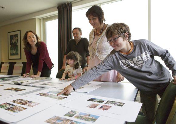 Fans creating Center Parcs Brochure